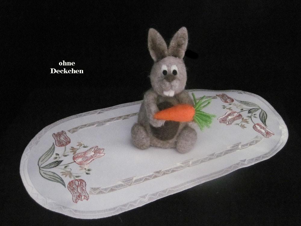 Mit Tulpen besticktes Deckchen