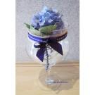 Glaskelch mit künstlicher Hortensienblüte und Schmuckband ca. 40 x 25 cm