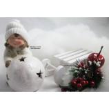1 Winterkind Mädchen mit LED-Schneekugel, weiß  Höhe ca. 14cm
