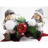 1 Winterkind Mädchen sitzend mit Acryl-Schneeball, LED und Timer Höhe ca. 20 cm