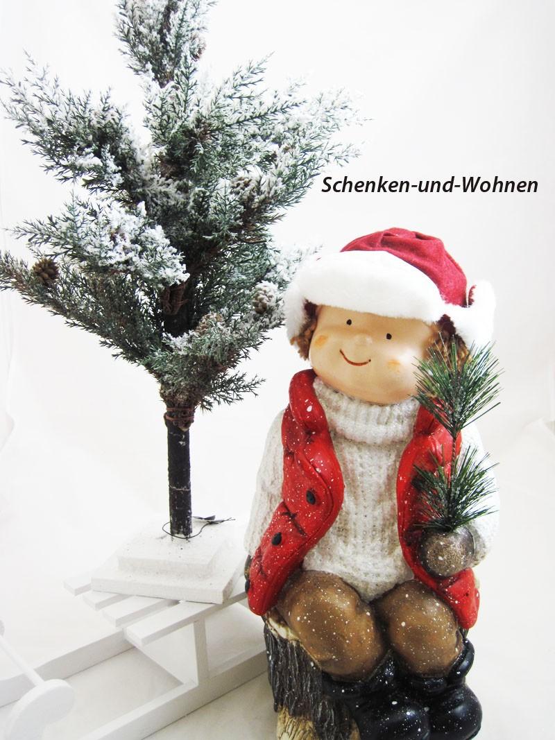 Winterkind Junge sitzend auf Stamm XXL 42 cm