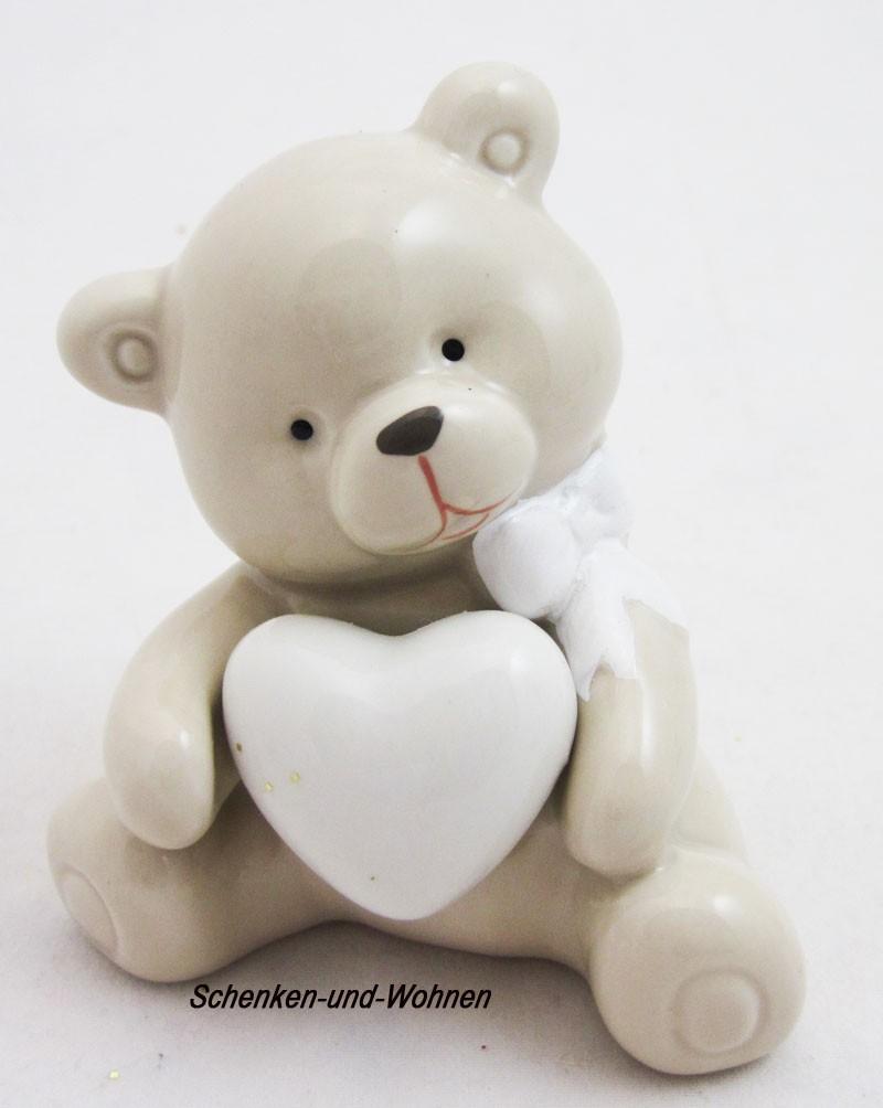 Porzellanbär mit Herz sitzend, Beige/Weiß ca. 6 x 5 x 10 cm