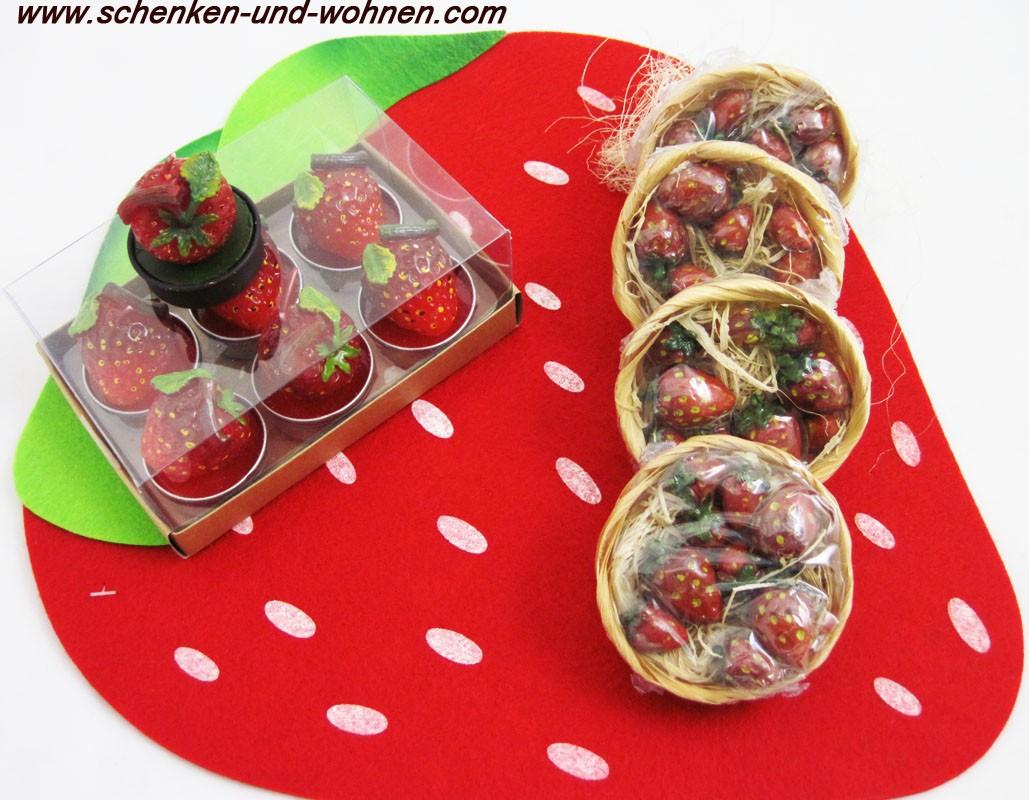 Kleines Körbchen mit Holzwolle und Erdbeeren gefüllt