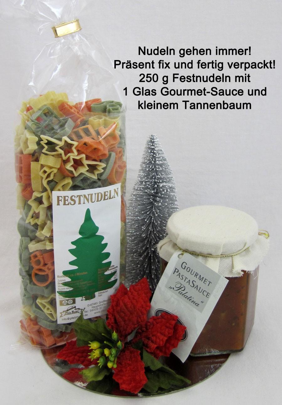 Festnudeln Präsent mit Gourmet-Soße und kleinem Tannenbaum