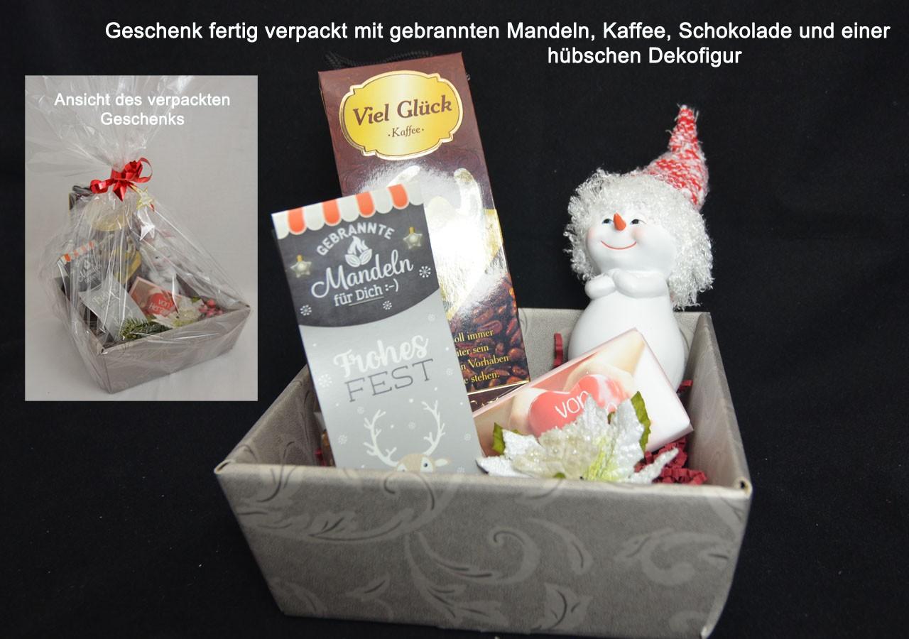 Geschenk Weihnachten im dekorativen Geschenkkarton