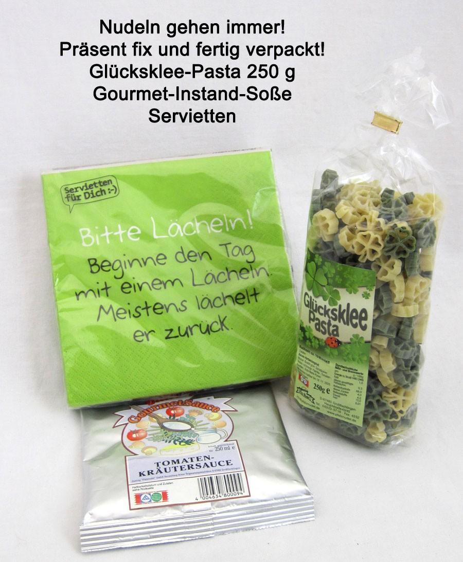 Glücksklee-Pasta mit Gourmet-Instant-Soße und Servietten