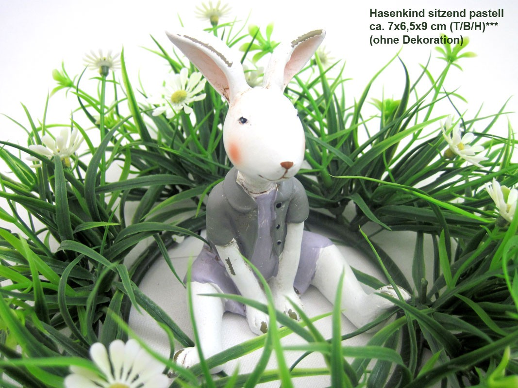 1 Hasenkind - Mädchen sitzend, pastell lila/rosa/weiß ca.7 x 6,5 x 9cm (T/B/H)