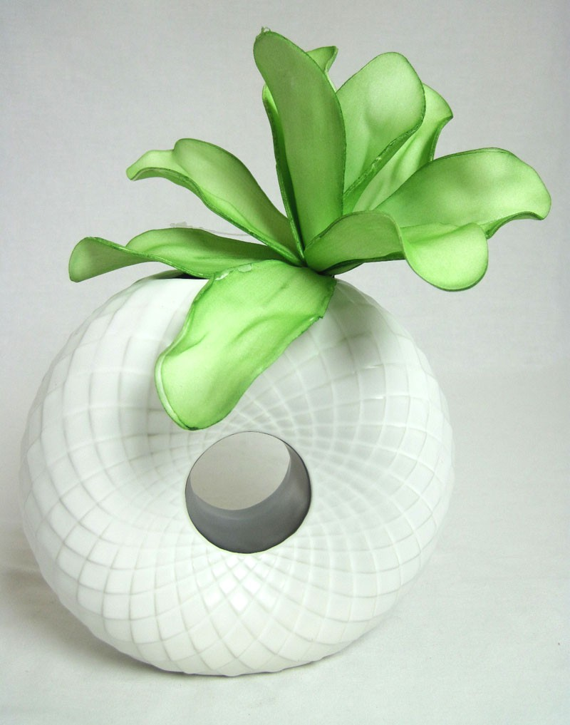 1 Keramik Lochvase weiß-silber ca. 18x17x7cm B/H/T