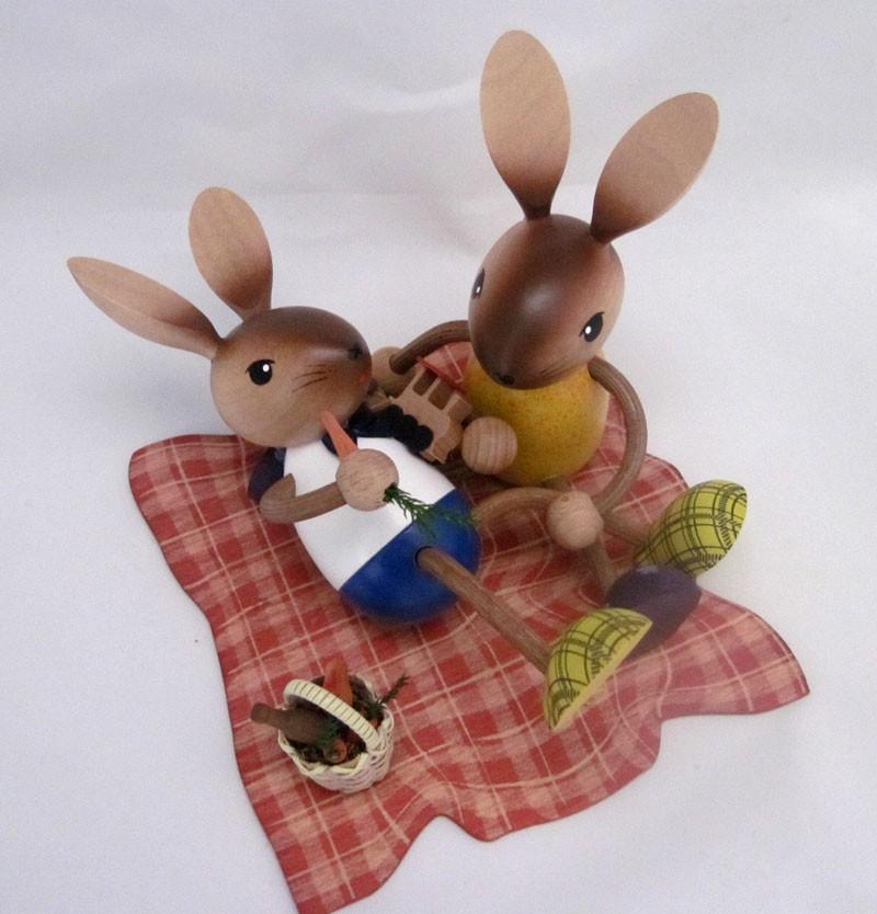 "Hasenpärchen beim Picknick ""Echt Erzbebirge"""