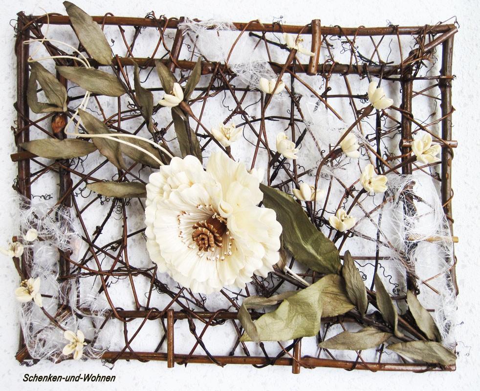 Weinrebenrahmen kunstvoll mit Naturmaterialien dekoriert ca. 45 x 35 cm