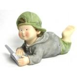 Kinderfigur Junge mit Laptop aus Polyresin ca. 27 cm