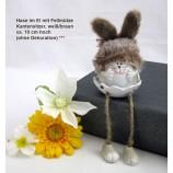 1 Kantensitzer Hase im Ei mit Fellmütze, sortiert, weiß/braun ca. 10 cm