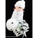 Winterkind Mädchen mit Schneeball-Windlichtkugel, weiß ca. 40 cm